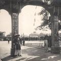 L'Arc de Triomphe et les tribunes