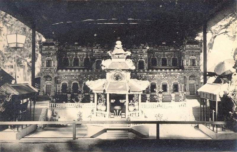 Reproduction en papier du palais de Kien Trung
