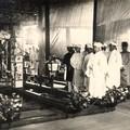 Prince Bao Dai en costume de deuil devant le corbillard