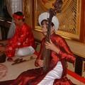 Musicienne jouant du dàn ti bà (luth piriforme)
