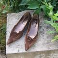 chaussures à petit talon 40 (mais il manque une petite gomme sous un des talon)