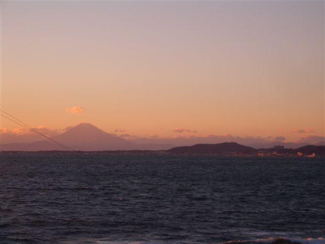 sur vue du mont fuji pendant la traversee en bateau