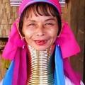 t_FEMME_GIRAFE_SOURIANTE