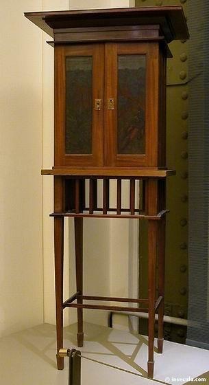 Arthur Heygate Mackmurdo - Armoire sur table 1886