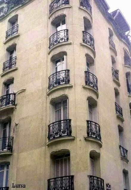 Guimard - 21 rue La Fontaine & rue Agar Colonne d'angle