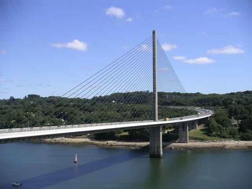La moitié du nouveau pont de Plougastel