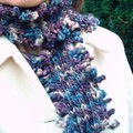 Fickle finger scarf, en Maya de Debbie Bliss/ jan 2006