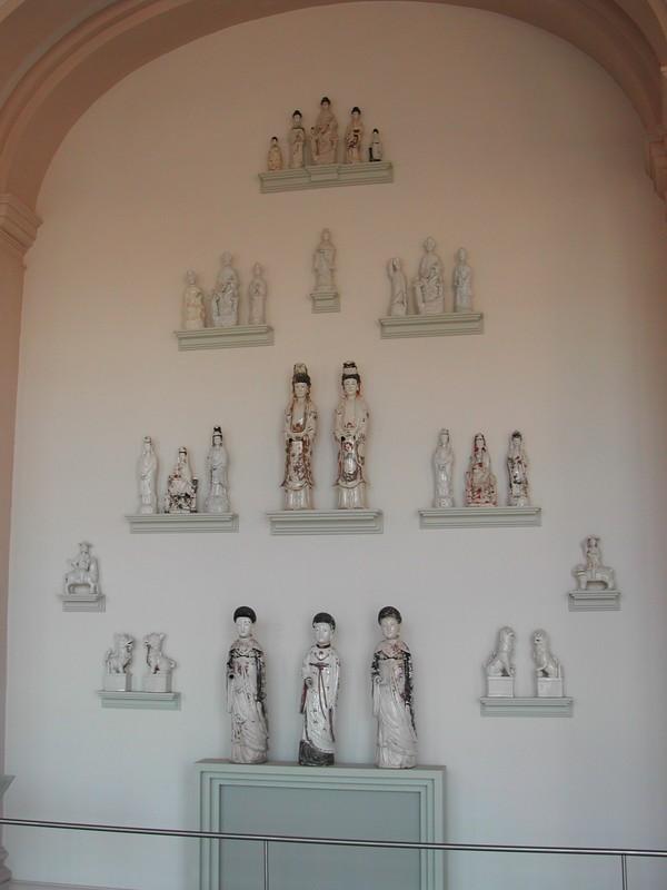 Vitrine statuettes