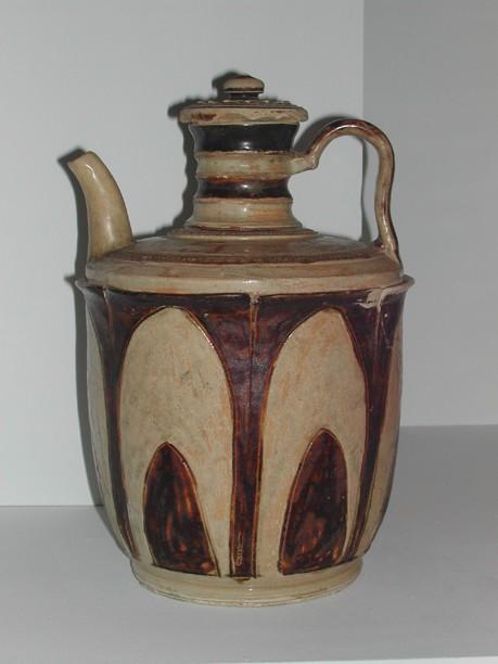 Verseuse à décor gravé et peint en oxyde de fer (XIIe-XIIIe sièc