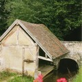 Bréchamps - lavoir sur le canal.