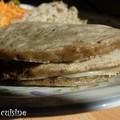 Blinis à la tapenade et au fromage fondant
