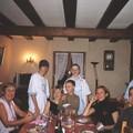 de Gauche à droite : Bibi, Mamie, Romain, Béatrice, Victor, Guillaume, Dom, Eddy, Papy (Alsace, Noël 2004)