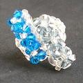 Bague 6 fleurs décalées - bleu , cristal.