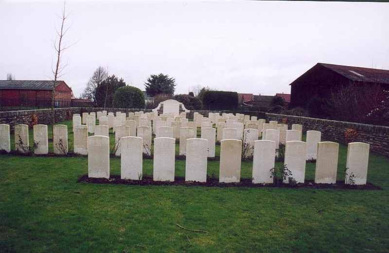 Le Zelobes Military Cemetery Lacouture (62)