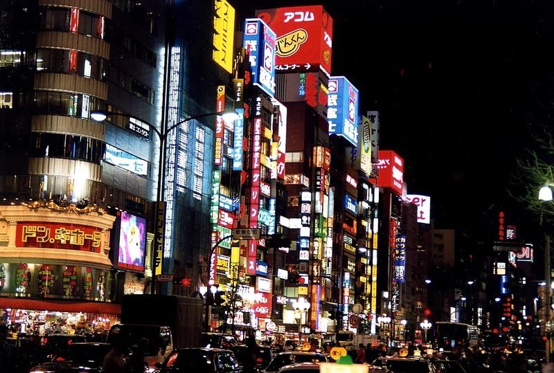 Trouver la ville  - Page 4 Tokyo_2004_Shinjuku_By_Night05