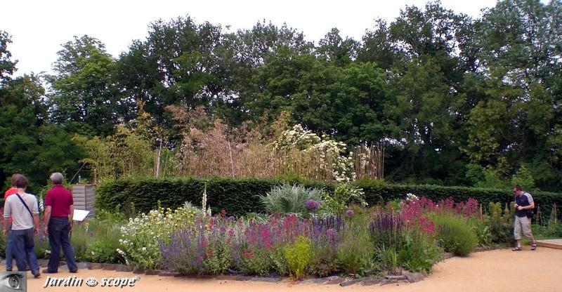 Des mixed-border ça et la entre les jardins