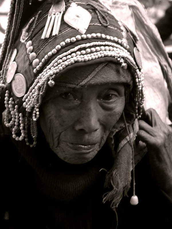An old woman in Menghun