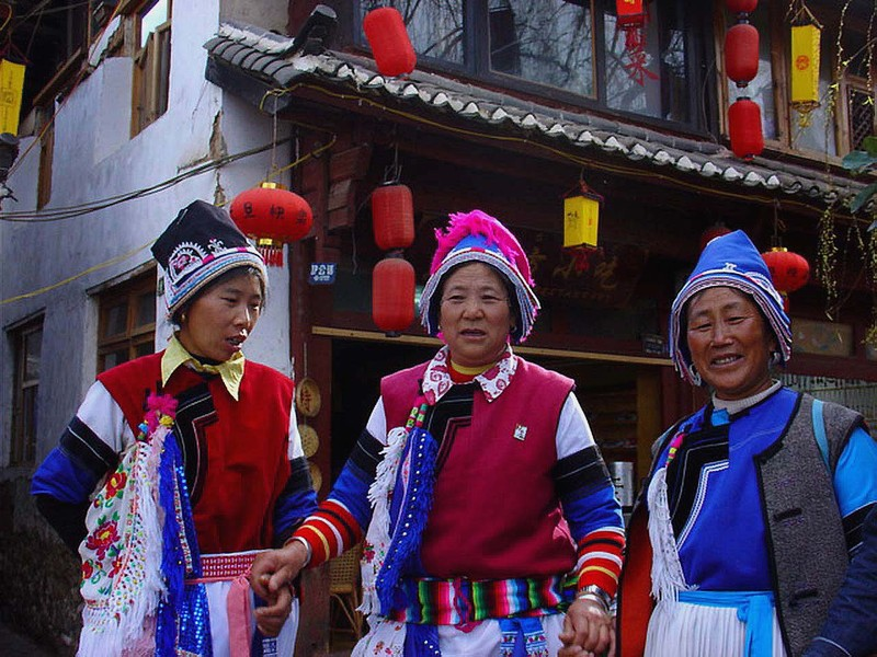Bai women in Lijiang