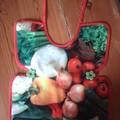 Bavoir toile cirée, légumes
