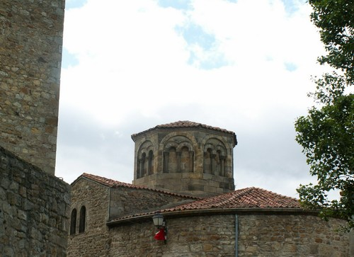 Eglise romane à Montpeyroux