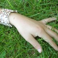 Les perles du bracelet sont fabriquées par mathilde, 11 ans, sur les conseils de sa maman (le montage est fait par une adulte)