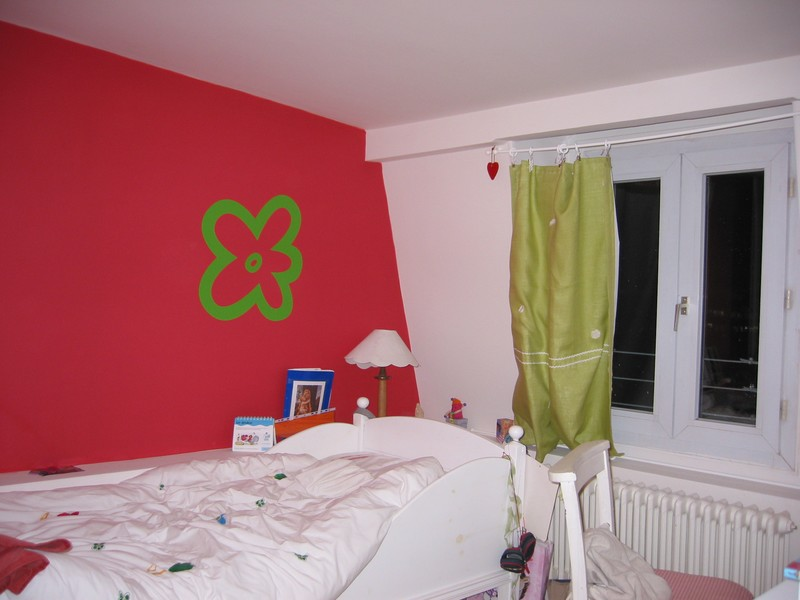 l 39 audace d 39 un mur rouge photo de interieur citadin atmosph re d co. Black Bedroom Furniture Sets. Home Design Ideas