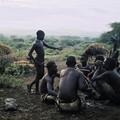 18 - Les jeunes Hadzabés avant la chasse