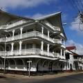 72 A Paramaribo, les maisons ont des chapeaux,
