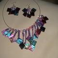collier rose et bleu métalisé
