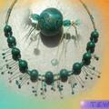 collier vert avec perles de cristal et miracle beads
