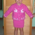 Gilet rose et jupe Noa / Chaqueta rosa y falda Noa