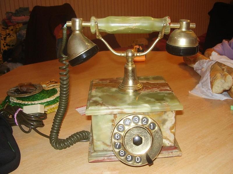ce joli téléphone se trouve maintenant a