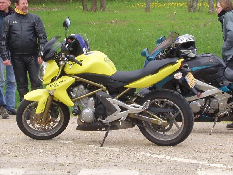 Elle shoot sa moto... pfu !!!