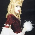 Közi volerait-il sont look à Marie-Antoinette?Mana y est-il pour qqch?