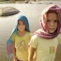 les filles se protegent du soleil
