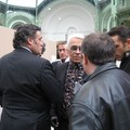 Hugo guide Karl Lagerfeld à travers l'expo