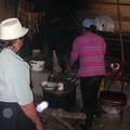 Doña Liduvina et sa fille dans la cuisine