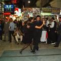 Buenos Aires - Danseurs dans rue piétonne