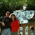 Dans le nord de la Géorgie, cascade en montagne