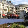 Place Darcy, avec vue de la Porte Guillaume