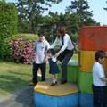 Reina aux jeux - Sur les cubes avec Mama et Ojichan Mako