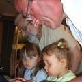 et Florence a fait connaissance avec la petite cousine Jeanne...ahh les Grand-peres et leurs petites filles!