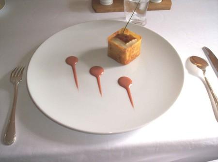 pommes_de_terre_cuites_longuement_r_ties_au_foie_gras__cr_me_caram_lis_e_au_vinaigre_de_x_r_s1