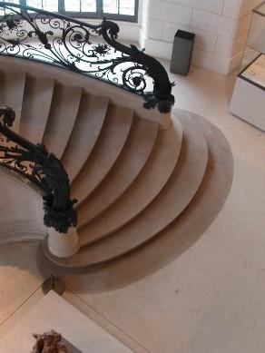 31 - Bas d'un des escaliers du RdC