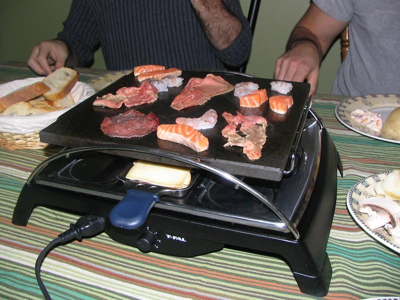 La raclette la qu b coise les plaisirs de bichonne - Raclette a la poele ...