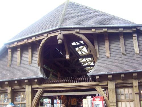La halle; belle architecture, pour le reste: piège à touriste