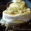 cabécou sur flan d'aubergine aux pignons et pistaches zoom