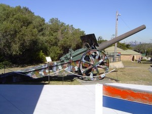 german_naval_gun__mounted_for_field_use__captured_by_aust_inf_battalion__1918