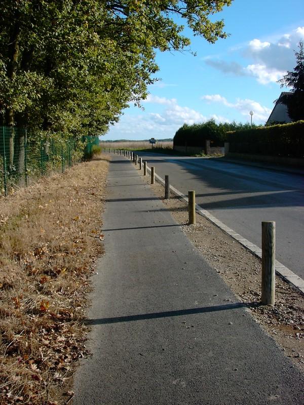 Piste cyclable route de Chandres à Nogent.