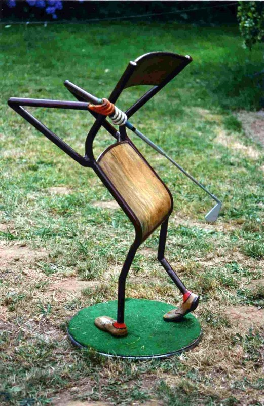 Chaise_jouant_au_golf